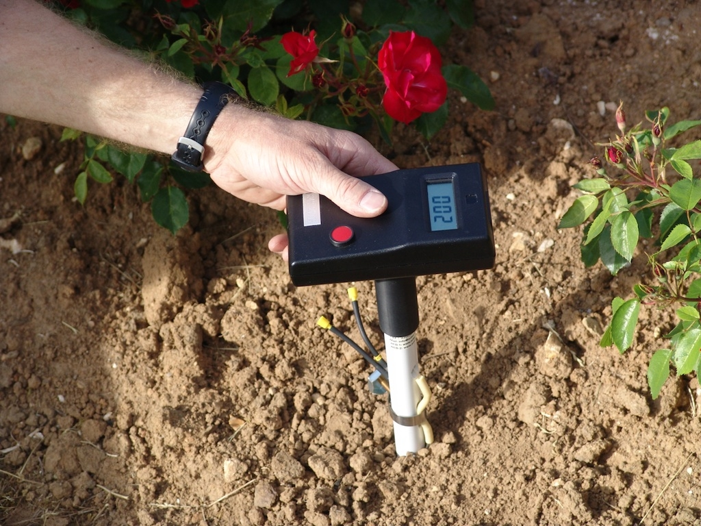 Measurement of soil water potential on a Tensionic
